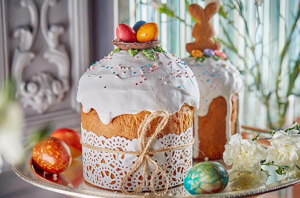 Cottage cheese Easter cake on cream