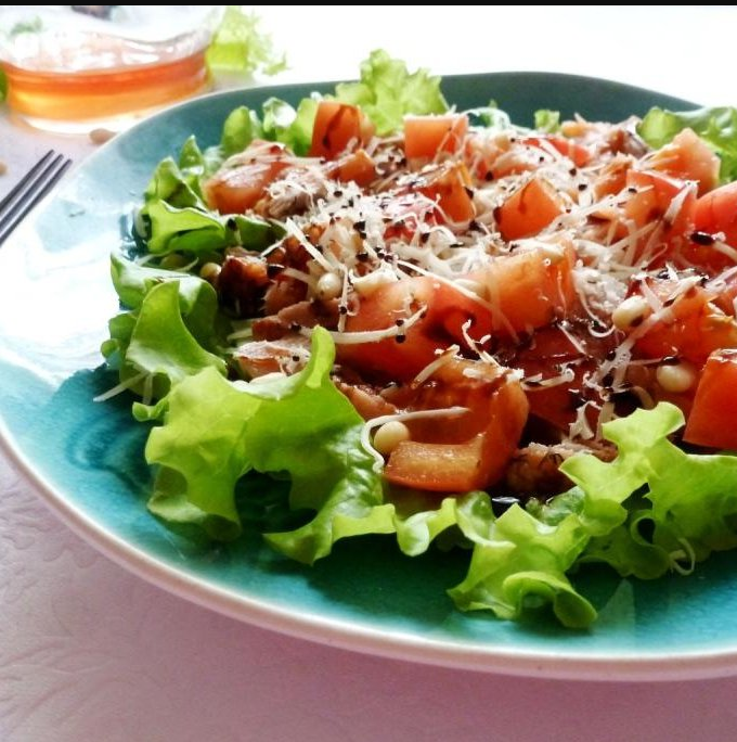 Cod liver salad with tomatoes, parmesan and pine nuts