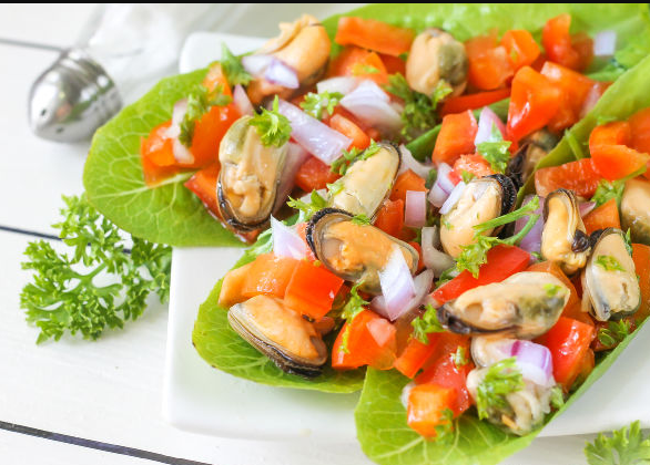 Spring salad with mussels