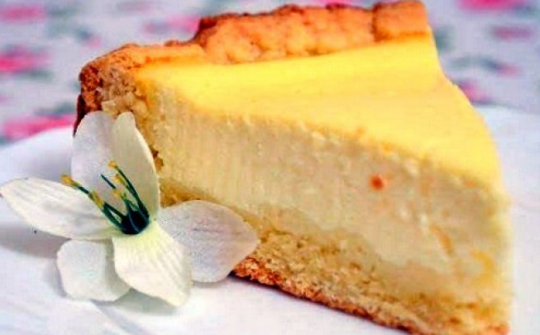 Sour cream pie with shortcrust pastry